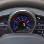 w zależności od trybu jazdy, wskaźniki zmieniają kolor podświetlenia
