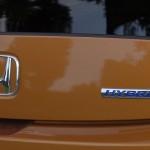 Oznacznie hybrid informuje o zastosowaniu silnika elektrycznego