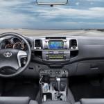 Toyota Hilux wnętrze